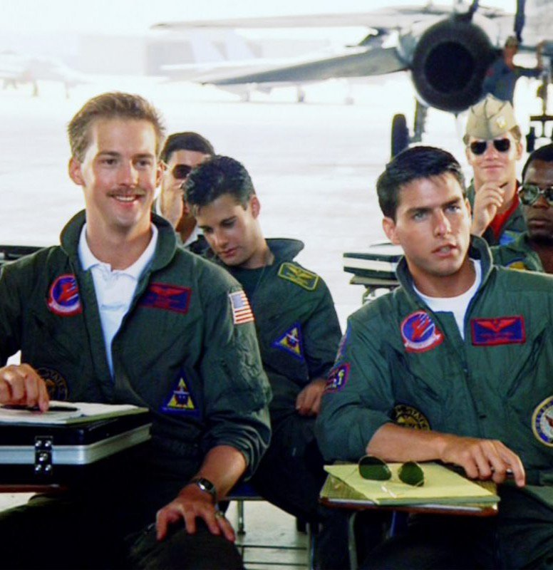 Anthony Edwards and Tom Cruise in Top Gun.